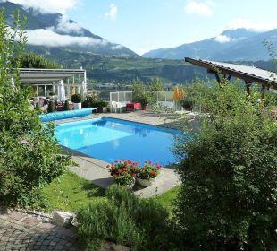 Der Pool mit Ausblick über das Tal Hotel Residenz Pazeider