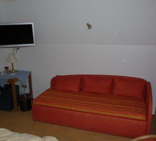 Sofa/3. Bett mit Reparaturanstrich im Hintergrund Ruchti's Hotel & Restaurant