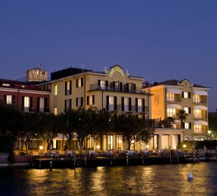 The Hotel Facade by night Hotel Sirmione e Promessi Sposi