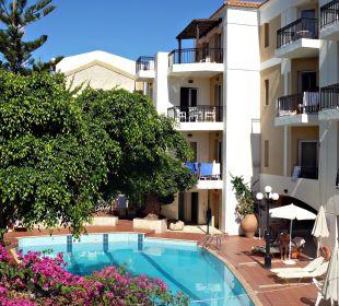 Pool im Innenhof des Hotels Hotel Fortezza