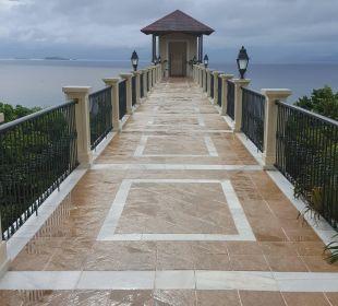 Brücke zum Fahrstuhl - Strand Grand Bahia Principe Cayacoa