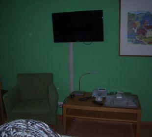 Blick vom Bett auf den Fernseher Hapimag Resort Merano