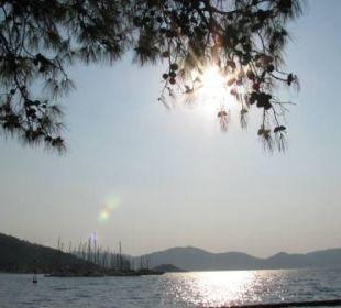 Widok z basenu głównego na morze Sensimar Marmaris Imperial
