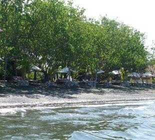 Liegen vom Meer aus Hotel Matahari Beach Resort & Spa
