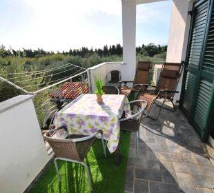 Terrasse Wg PINO mit Blick auf Olivenhain Holiday Residence Rifugio