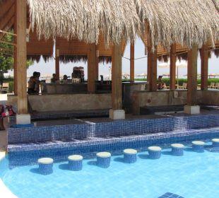 """Bar przy basenie, czesc """"krzeselkowa""""-nieczynna!!! Strand Beach & Golf Resort Taba Heights"""