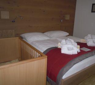 Studio mit Stockbetten und Gitterbett Hotel Urbani Ossiacher See