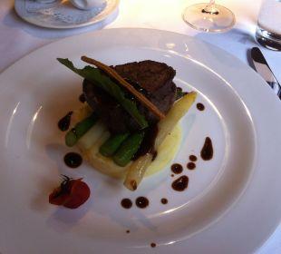 Hauptspeise Filet, Spargel, Kartoffelstock Chesa Salis Historic Hotel Engadin