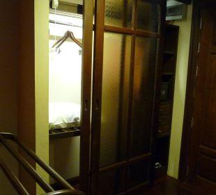 Kleiderschrank mit Beleuchtung Hotel Siam Heritage