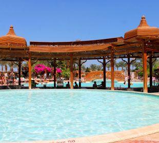У бассейна Festival Le Jardin Resort (geschlossen)