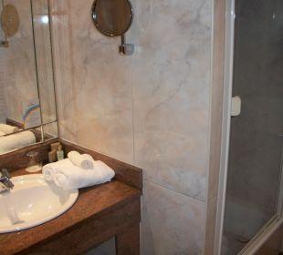 Waschtisch im Bad  noch nicht belegt. Ringhotel Zum Stein