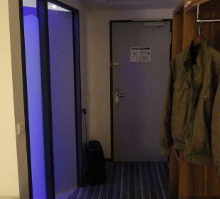 Eingang zum Bad Holiday Inn Express Hotel Bremen Airport
