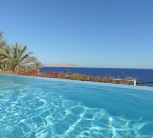 Jakuzzi Pool mit Blick aufs Meer Hotel Grand Rotana Resort & Spa