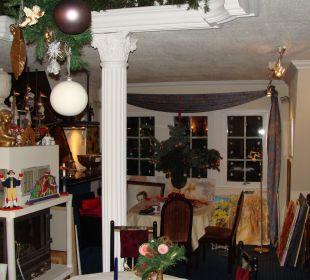 Galeriecafé mit Kamin und Weihnachtsdeko Hotel Im Schwedischen Hof