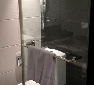 Dusche und Toilette Park Plaza Riverbank London