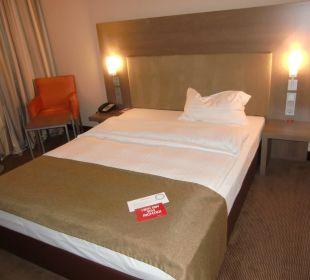 Bett im Zimmer 111 InterCityHotel Darmstadt