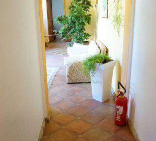 Weg zum Eingang S'Arenada Hotel