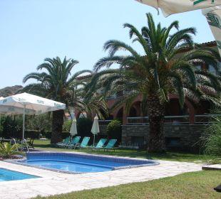 Basen za dnia Hanioti Village Hotel