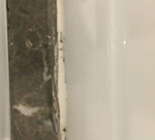 Schimmel in der Dusche SENTIDO Gold Island