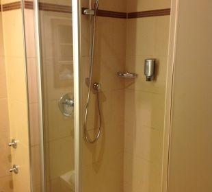 Große Dusche in Zimmer 333 Hotel Platzl