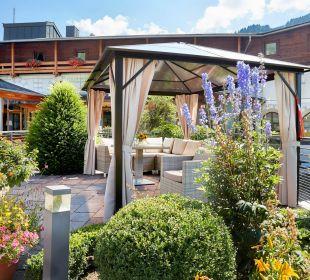 Terrasse und Eingang zum Hotel  Hotel Die Post