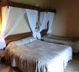 Große Betten in der Lodge Hotel Lake Nakuru Lodge
