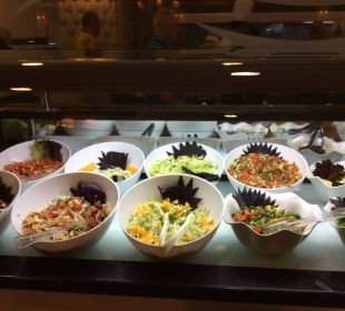 Reichhaltige - Auswahl am Salatbuffet Hotel Alba Royal