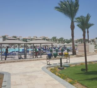 Weg zum Pool Dana Beach Resort