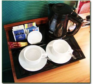 Tee, oder Kaffeebar auf Wunsch im Zimmer Hotel Haus Hillesheim