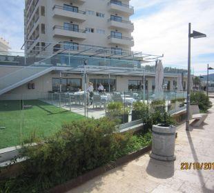 Promenadeweg an Hotelfront Intertur Hotel Hawaii Ibiza