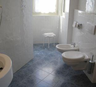 Nicht zu sehen ist die Dusche und das große Waschbecken