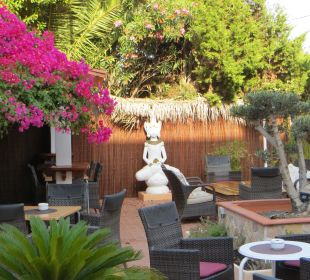 Der gemütlich gestaltete Außenbereich Hotel Casa Pepe
