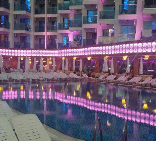 Schwimmbad mitTerrasse und Bar Hotel Grand Zaman Beach