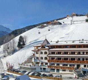 Das Berghotel Zirm im Winter Kronplatz-Resort Berghotel Zirm