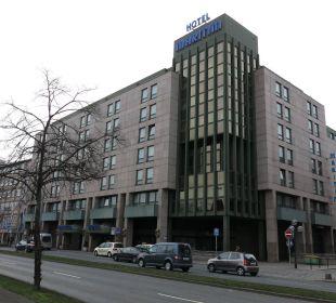 Blick aufs Hotel von der anderen Straßenseite Maritim Hotel Nürnberg
