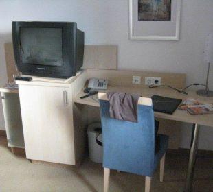 Schreibtisch & Fernseher im Zimmer AKZENT Hotel Wersetuerm´ken