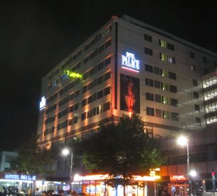 Aussenansicht bei Nacht Hotel Palace Berlin