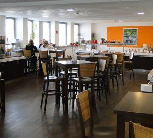 Speisesaal mit Büffet Hostel Köln