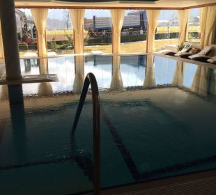 Pool innen Wellnesshotel Zechmeisterlehen