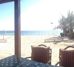 Ausblick aus der Beachbar Hotel Le Meridien Al Aqah Beach Resort