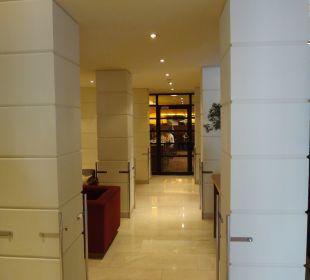 Hinten: Frühstücksraum K+K Palais Hotel