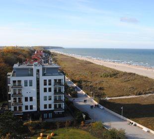 Ausblick vom Zimmer auf den Strand a-ja Warnemünde. Das Resort.
