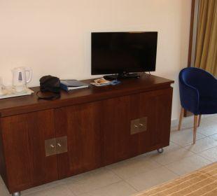 Kommode mit 30 Zoll TV Kontokali Bay Resort & Spa