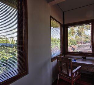Rumah Isah - Schreibecke Schlafraum 2 Nusa Indah Bungalows & Villa