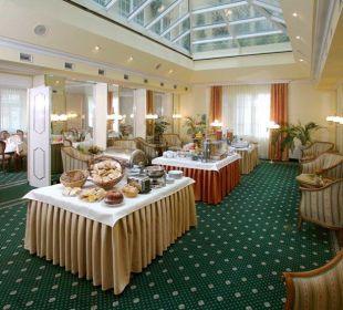 Frühstück im Wintergarten Hotel City Central