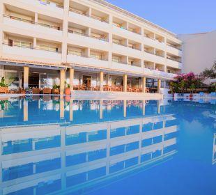 Poolanlage Hotel Elea Beach