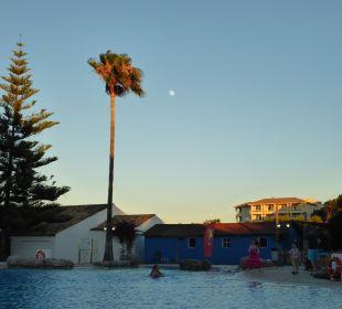 Kindergerechter Pool mit Schrägen Aparthotel Esperanza Park