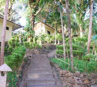 Weg zu den Zimmern Hotel Sipalay Easy Diving and Beach Resort