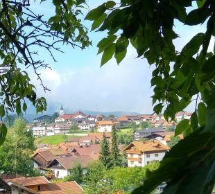 Blick beim Fruehstueck auf der Terrasse Landhaus Meine Auszeit