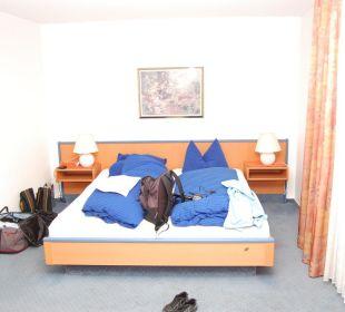 Bett im Zimmer Hotel Willinger Mitte